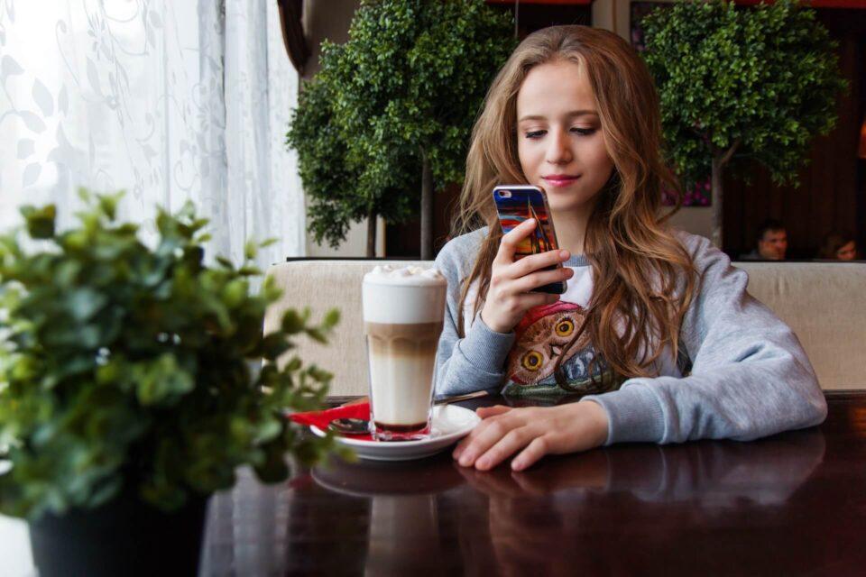 7 στα 10 παιδιά & έφηβοι καταναλώνουν καφεΐνη σε καθημερινή βάση