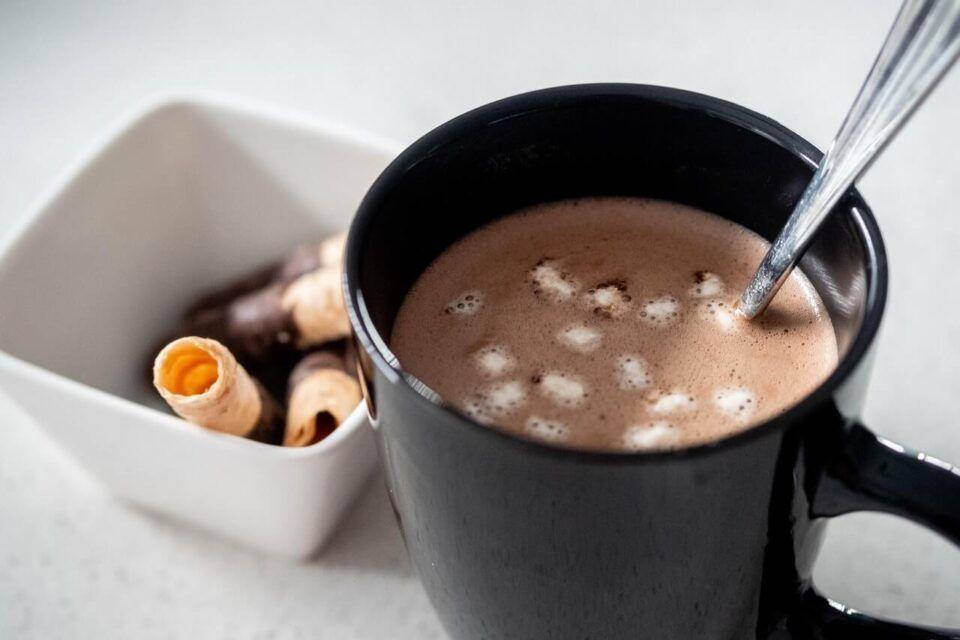 Είναι καλό που τα παιδιά μου παίρνουν για πρωινό μια κούπα κακάο με μαύρη ζάχαρη;