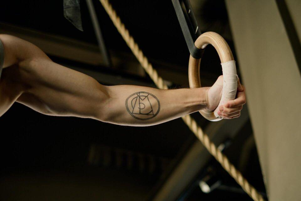 Πώς τα τατουάζ επηρεάζουν τη γυμναστική