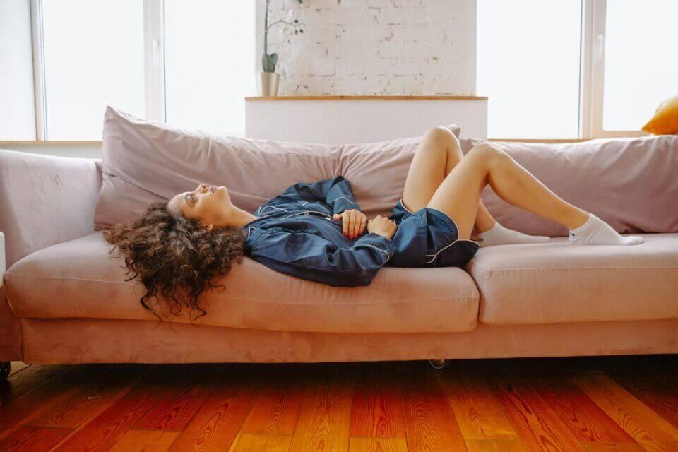 Πόνοι περιόδου: Τροφές και συμβουλές για να νιώσεις καλύτερα