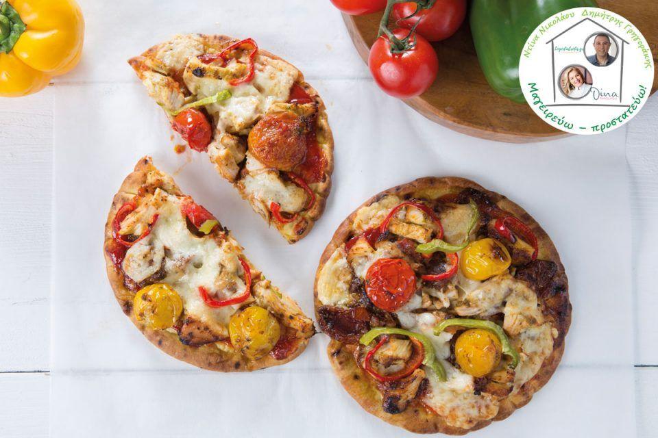 Πίτσα με ψητό κοτόπουλο, πιπεριές και μοτσαρέλα
