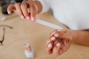 Τι αποκαλύπτουν τα νύχια σου για την υγεία σου