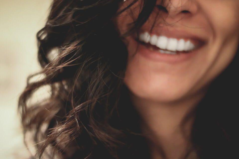 Εμφυτεύματα δοντιών: Χρειάζονται χειρουργό οδοντίατρο;