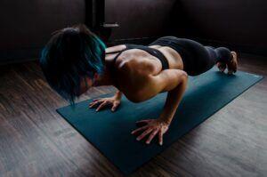 Πως να χτίσεις μυς χωρίς να πας στο γυμναστήριο