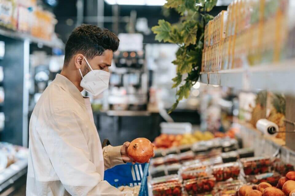 Νέα μελέτη: Η υγιεινή διατροφή σύμμαχος έναντι της COVID-19