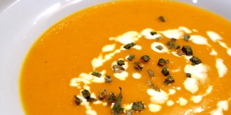 Καροτόσουπα με πορτοκάλι και κανέλα